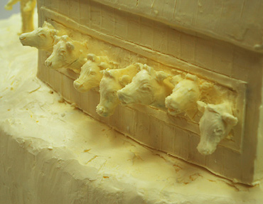 Butter and Other Food Sculptures by Jim Victor and Marie Pelton: NYSFcows.jpg