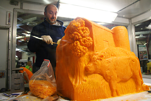 Butter and Other Food Sculptures by Jim Victor and Marie Pelton: cheese_carver.jpg