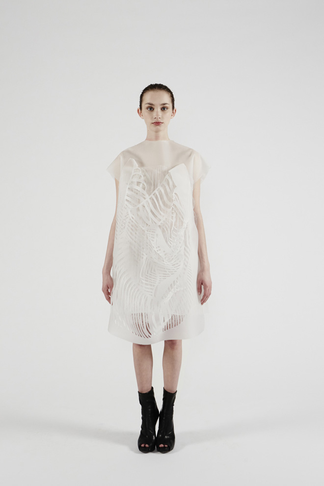 Ying Gao's Photoluminescent Eye Tracking Dresses: 6-nowhere-nowhere-2-gaze-activated-dresses-by-ying-gao.jpg