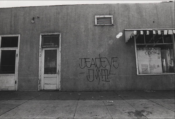 FRIDAY SPOTLIGHT:  70s Los Angeles Chicano gang graffiti photography by Howard Gribble: jux_howard_gribble14.jpg