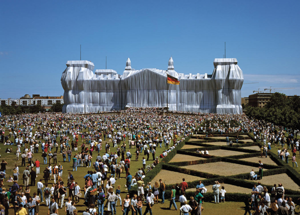 The Environmental art of Christo and Jeanne claude: jux_christo_jeanne_claude2.jpg
