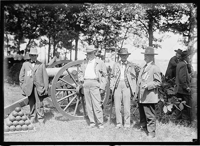 Photographs of the 1913 50th Gettysburg Anniversary: artillery--012.jpg