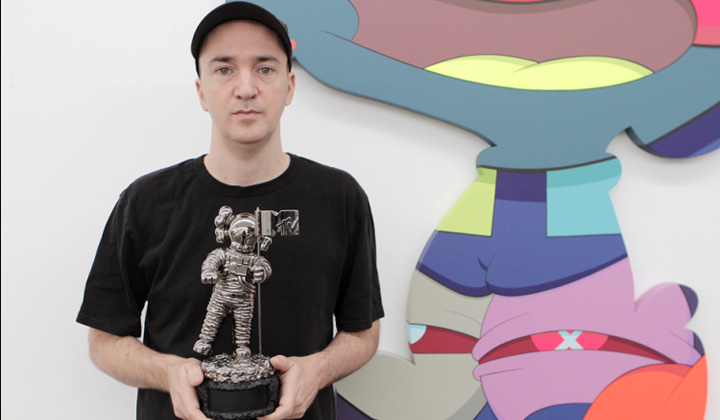 Kaws Reimagines Iconic MTV Video Music Awards' Moonman: kaws-mtv-moonman-vmas-2013-03.jpg