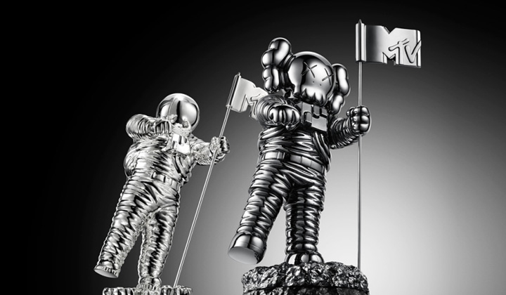 Kaws Reimagines Iconic MTV Video Music Awards' Moonman: kaws-mtv-moonman-vmas-2013.jpg