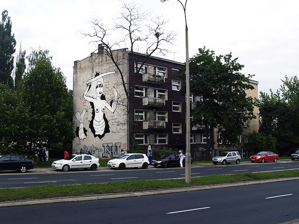 Fuzi paints a large Warsaw Mermaid: jux_fuzi3.jpg