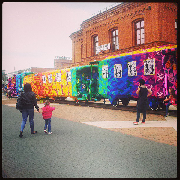 Olek crochet covers locomotive train in Poland: jux_olek4.jpg