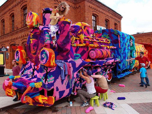 Olek crochet covers locomotive train in Poland: olek-1.jpg