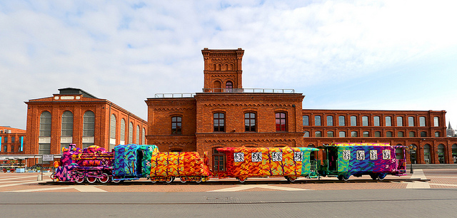 Olek crochet covers locomotive train in Poland: olek-2.jpg