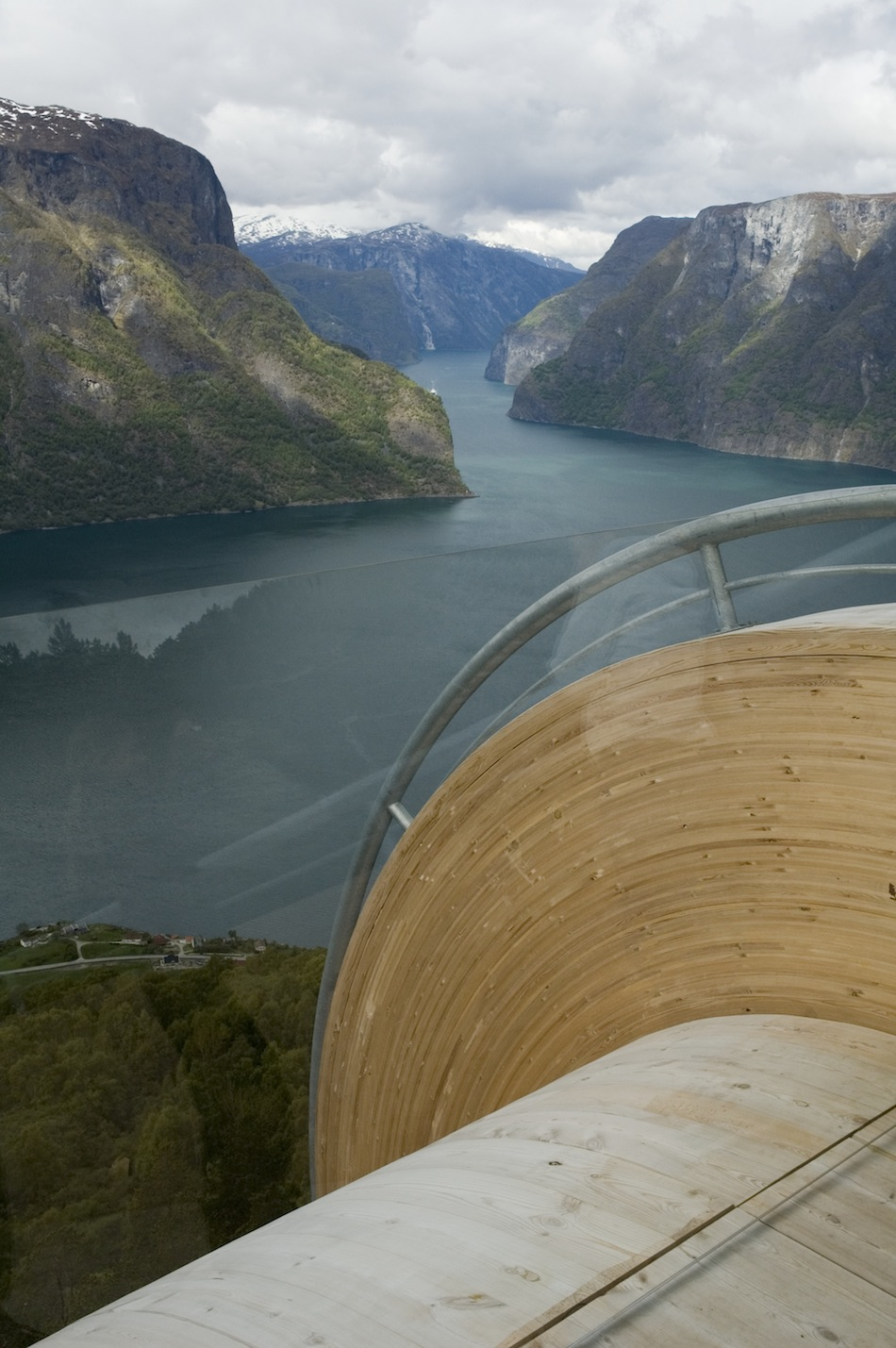 'Aurland Look Out' by Todd Saunders and Tommie Wilhelmsen: aurland_03.jpg