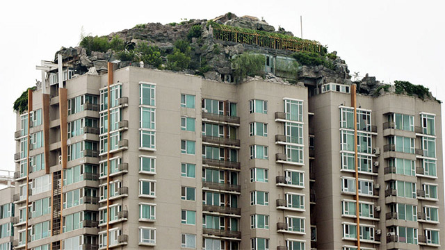 Man Builds Mountain Villa on Beijing Apartment Building: mountain-2.jpg