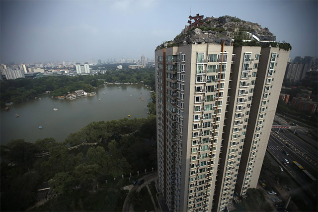Man Builds Mountain Villa on Beijing Apartment Building: mountain-4.jpg