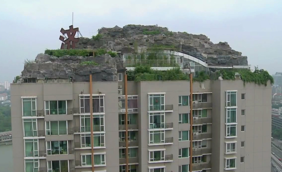 Man Builds Mountain Villa on Beijing Apartment Building: mountainvilla_beijing_00.jpg