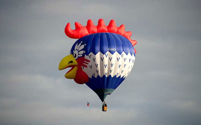 The Bristol International Balloon Fiesta: balloon-chicken_2640616k-650x406.jpg