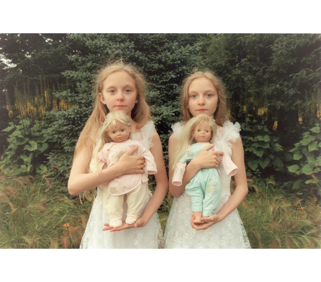 Ariko Inaoka's Photographs of Twins: 10web22dolls0.jpg