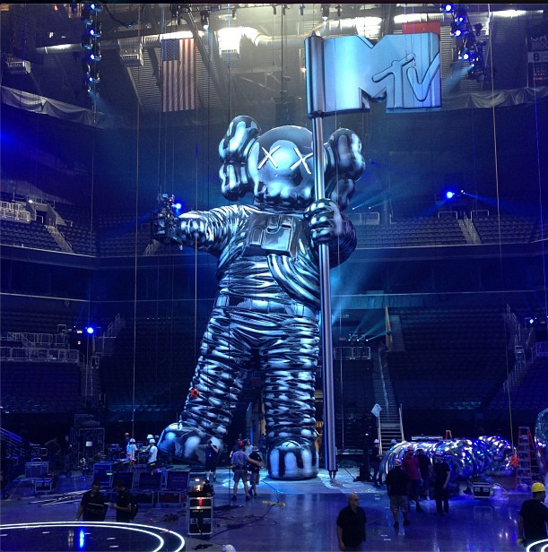KAWS & REAS Have Big Things in store at MTV VMAs?: Screen shot 2013-08-23 at 9.03.47 AM.png