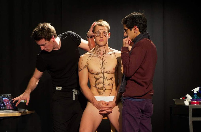RMIT Students Paint an Anatomical Man: rmit-anatomical-man-designboom-02.jpg