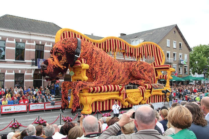 The 2013 Zundert Flower Parade: 2013BERW0401FotoNielsBraspenning.JPG