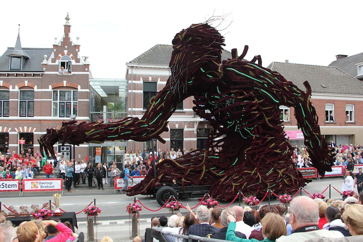 The 2013 Zundert Flower Parade: 2013KZHW1701FotoNielsBraspenning.JPG