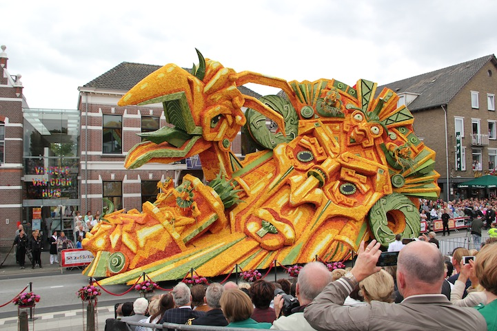 The 2013 Zundert Flower Parade: 2013LAEW2001FotoNielsBraspenning.JPG