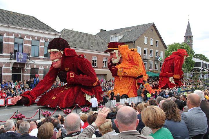 The 2013 Zundert Flower Parade: 2013WERW1601FotoNielsBraspenning.JPG
