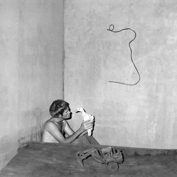 The Photography of Roger Ballen: contemplation_2004-610x610.jpg