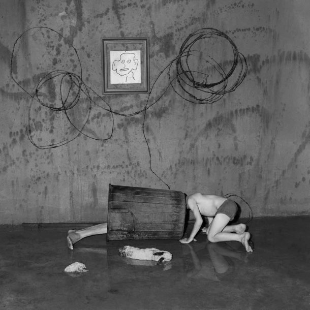 The Photography of Roger Ballen: scavenging_2004_-610x610.jpg