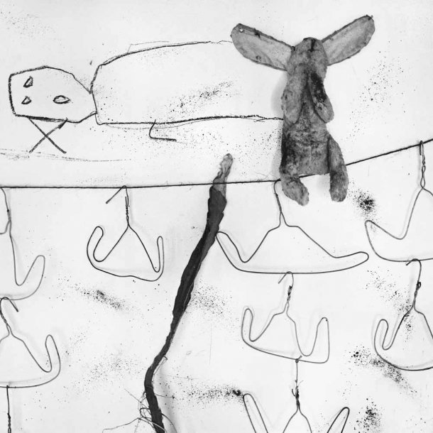 The Photography of Roger Ballen: washing_line_2005_-610x610.jpg