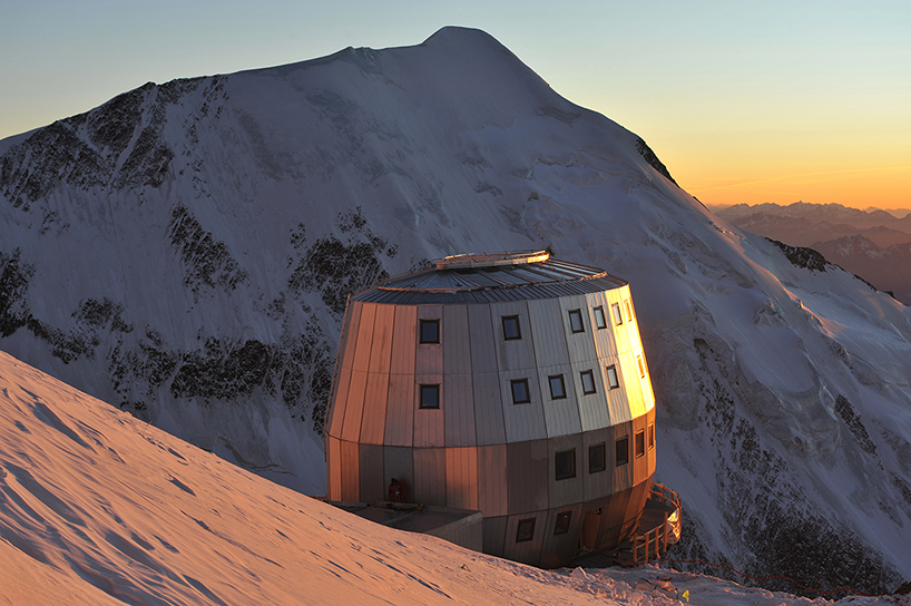 Mountain Hut Located on Europe's Highest Peak: img_1_1379004344_ceb50daec289542ed0e4596e04e702bb.jpg