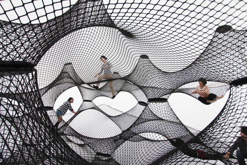 A Climbable Blow-Up Net by Numen/For Use: net-blow-up-yokohama-by-numen-for-use-designboom-04.jpg
