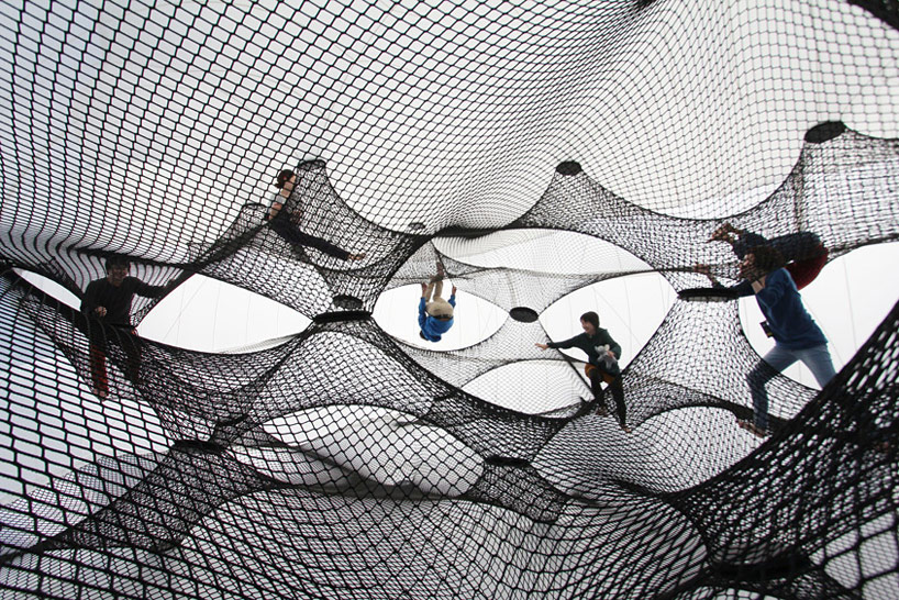 A Climbable Blow-Up Net by Numen/For Use: net-blow-up-yokohama-by-numen-for-use-designboom-06.jpg