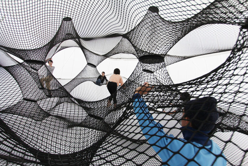 A Climbable Blow-Up Net by Numen/For Use: net-blow-up-yokohama-by-numen-for-use-designboom-102.jpg