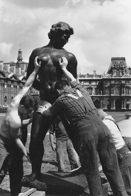 The Photography of Robert Doisneau: Juxtapoz_RobertDoisneau05.jpeg