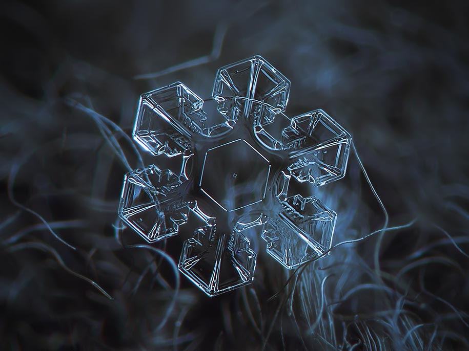 DIY Camera Rig Captures Close-ups of Snowflakes: Juxtapoz-AlexeyKljatov-02.jpg