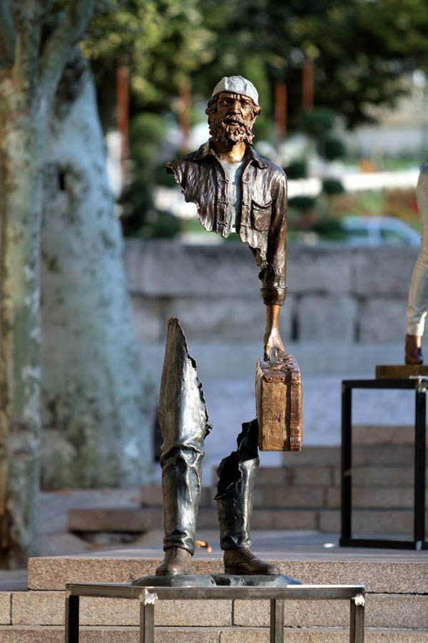 Sculptures by Bruce Catalano: jux_bruno_catalano2.jpg