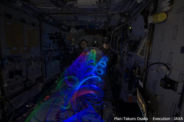 Koichi Wakata Light Paints Aboard the Space Station: BdUaedaCQAAsFMz.jpg