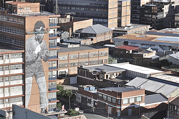 Freddy Sam paints massive Nelson Mandela tribute in johannesburg: jux_nelson_mandela2.jpg