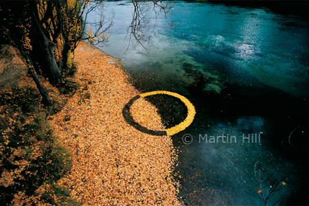 Martin Hill's Environmental Sculpture Photography: autumn_leaf_circle_p.jpg