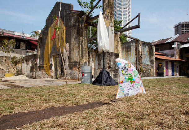 "Ernest Zacharevic ""Art is Rubbish/Rubbish is Art"" @ Hin Company Bus Depot, Penang, Malaysia: 03.-IMG_6066.jpg"