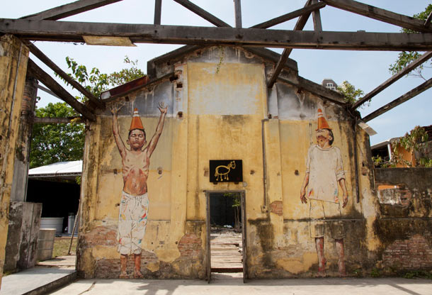 "Ernest Zacharevic ""Art is Rubbish/Rubbish is Art"" @ Hin Company Bus Depot, Penang, Malaysia: 04.-IMG_6015.jpg"