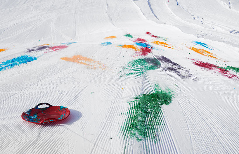 Olaf Breuning Colors The Mountain: olaf-breuning-paints-a-mountain-for-snow-drawing-designboom-02.jpg