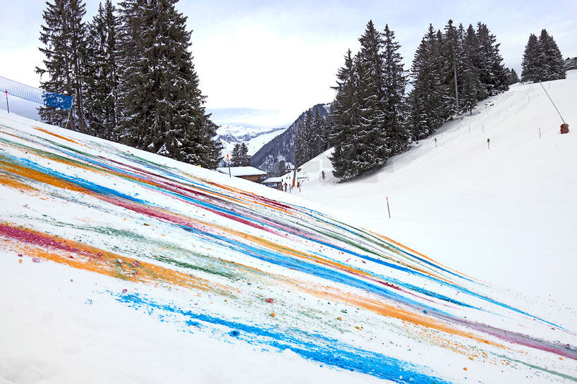 Olaf Breuning Colors The Mountain: olaf-breuning-paints-a-mountain-for-snow-drawing-designboom-26.jpg