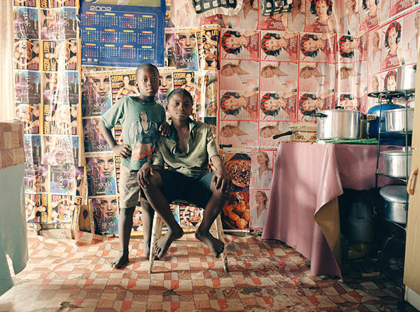 Portraits of South Africans residents by Zwelethu Mthethwa: juxtapoz_Zwelethu_Mtethwa3.jpg