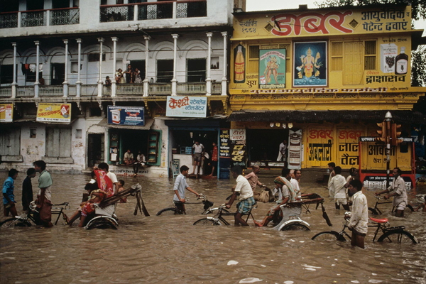 The iconic and daring images of Steve Mccurry: juxtapoz-steve_mccurry6.jpg