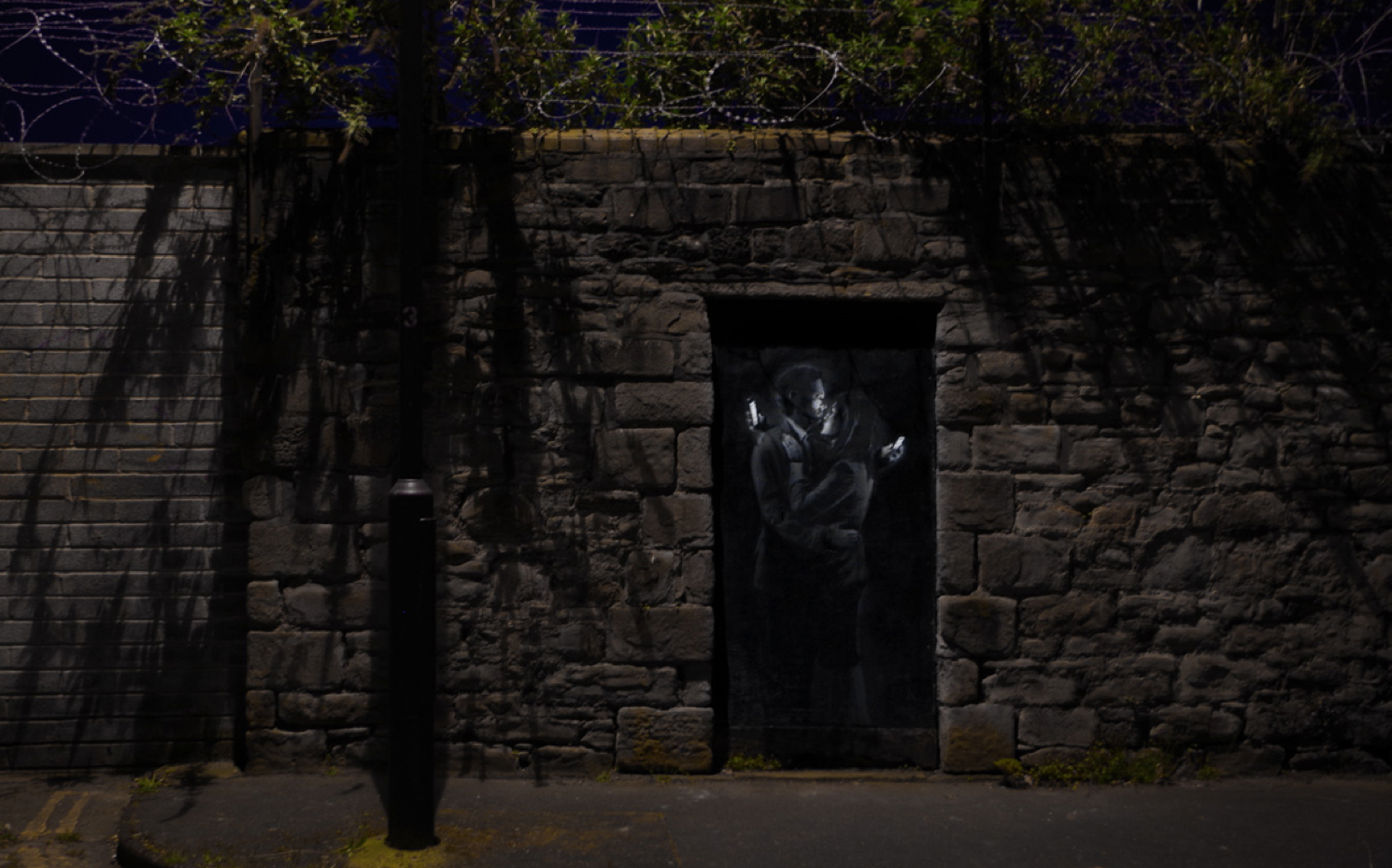 New Banksy Pieces in the UK: Screen shot 2014-04-14 at 11.45.27 AM.png