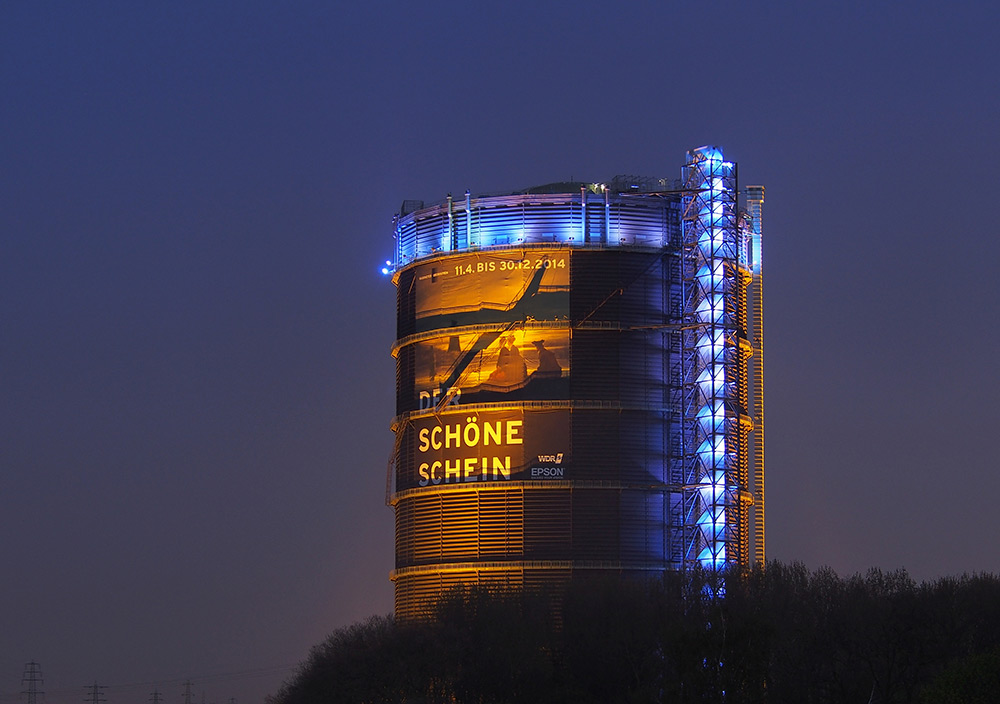 112-Meter High Gas Tank Becomes A Massive Light Installation: licht-2.jpg