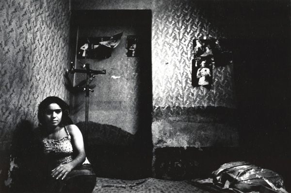 The women of Tehran's Red Light District: juxtapoz-kaveh_golestan6.jpg