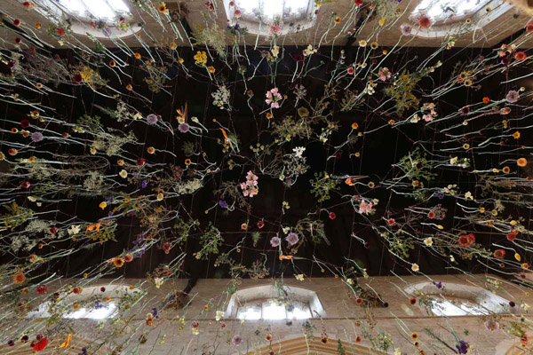 Rebecca Louise Law's Suspended Flower Installations: Rebecca-Louise-Law-Suspended-Flowers-2.jpg