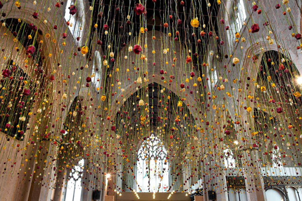 Rebecca Louise Law's Suspended Flower Installations: Rebecca-Louise-Law-Suspended-Flowers-6.jpg