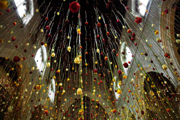 Rebecca Louise Law's Suspended Flower Installations: Rebecca-Louise-Law-Suspended-Flowers-8.jpg