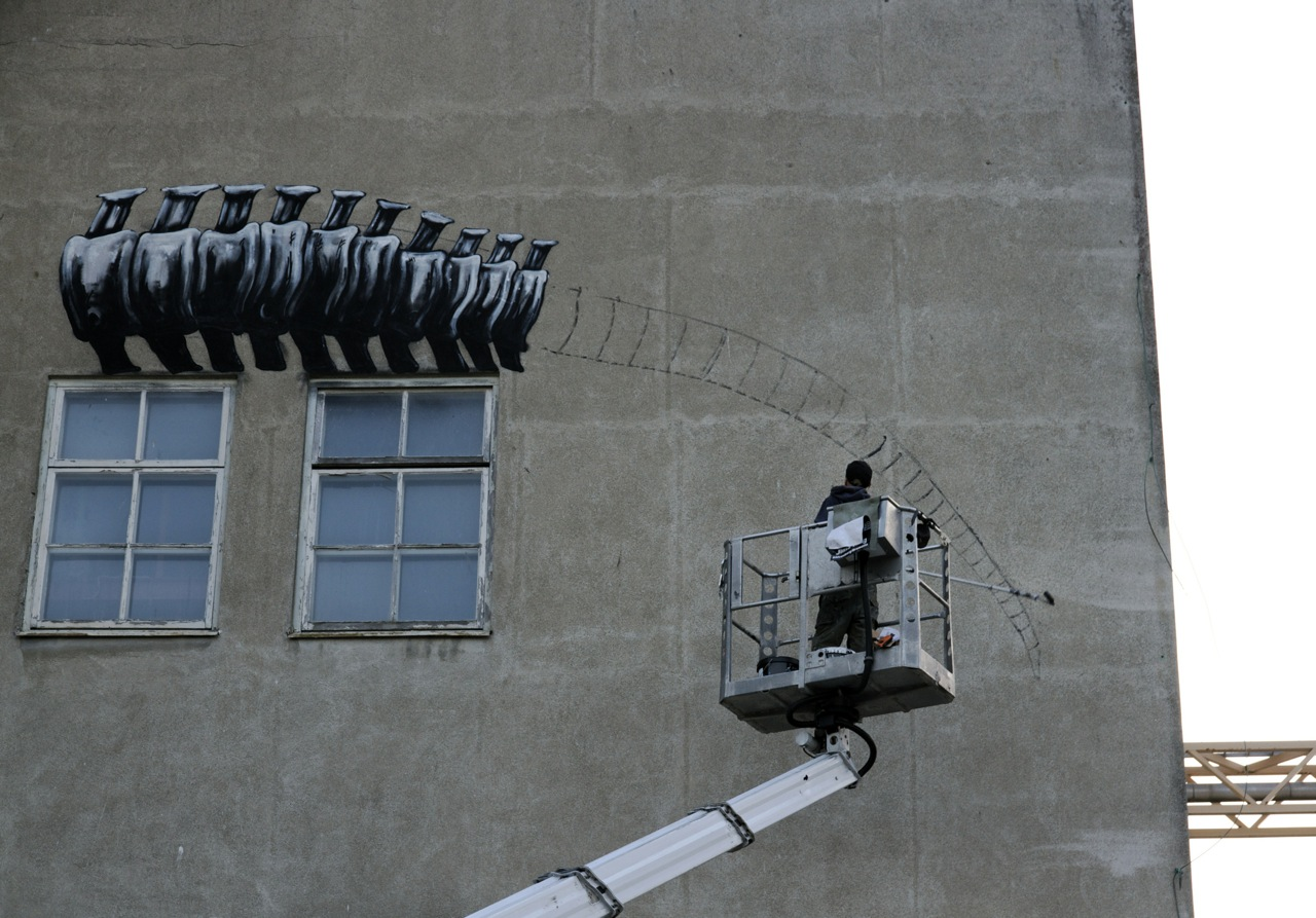 Roa Paints A Massive T-Rex in Sweden: JuxtapozROA005.jpg